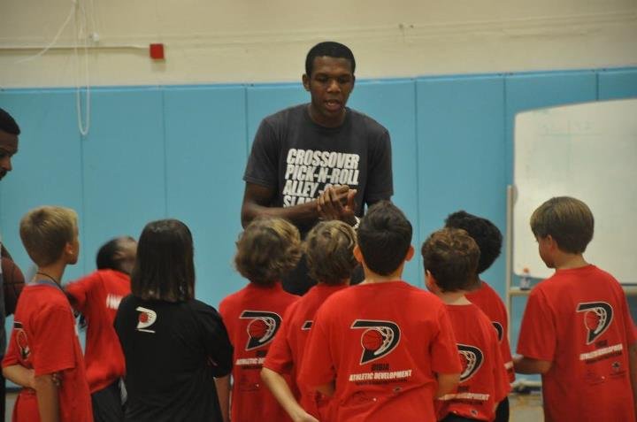 Heat star to help with B-ball camp