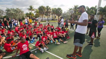 Basketball hall-of-famer Alonzo Mourning hosts Winter Groove event